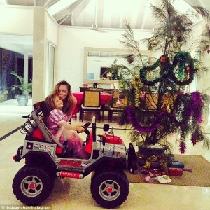 2443089400000578-2887123-Hey_big_spender_Lindsay_Lohan_shared_this_image_with_a_young_gir-a-4_1419538906700