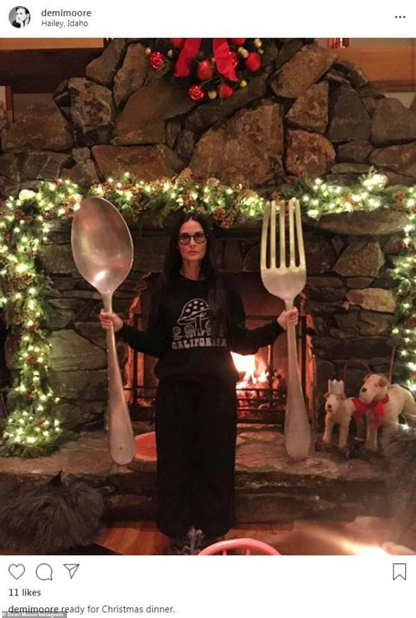 22645010-7825371-Big_appetite_Demi_Moore_posted_a_silly_photo_of_herself_holding_-a-9_1577260857107.jpg